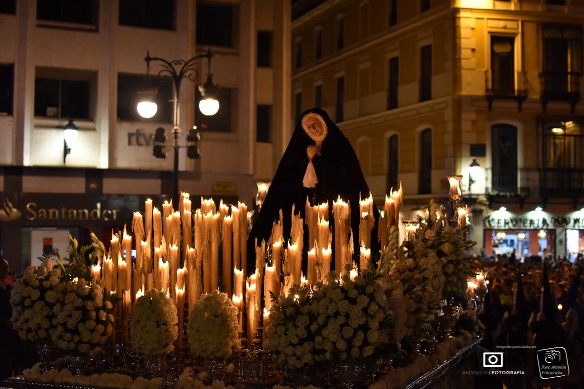 La Patrona de Badajoz llena las calles a su paso