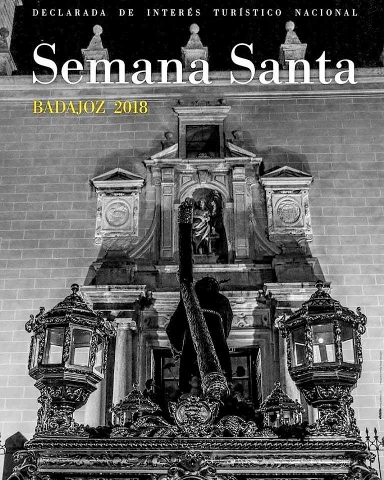 Viernes Santo. EL SANTO ENTIERRO SE QUEDA SIN SALIR.