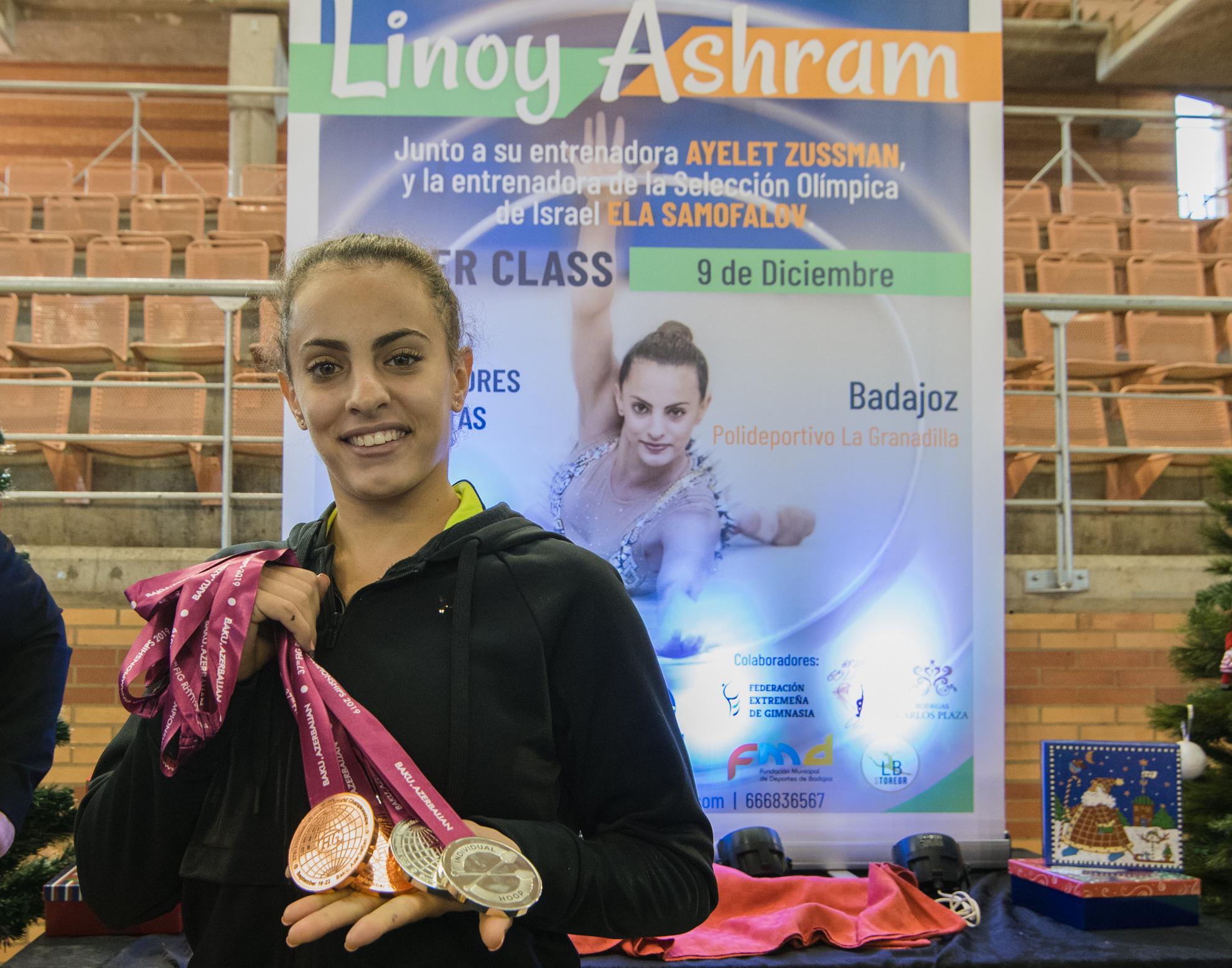 La gimnasta israelí LINOY ASHRAM  visita por primera vez España de la mano de Nuria Cabanillas.